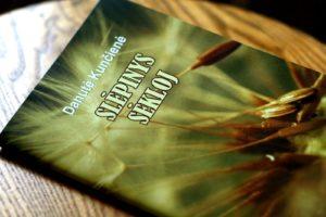 """Danutės Kunčienės dovanota knygelė """"Slėpinys sėkloj"""""""