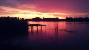 Ežeras Svėdasas anksti iš ryto lyjant